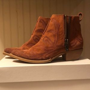 Gorgeous Suede Western Frye Ankle Boots